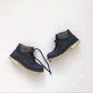 Zara navy blue boots GUC size 32(1youth)